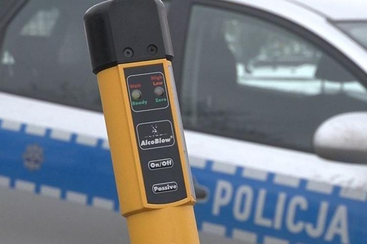Znalezione obrazy dla zapytania pijany kierowca zatrzymany