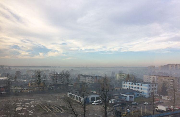 Jak nasze miasta i gminy walczą ze smogiem? Sprawdziliśmy kto naprawdę działa, a kto udaje