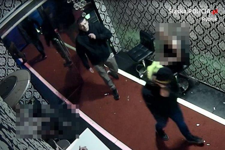 To oni brutalnie pobili 24-latka? Policja publikuje zdjęcia