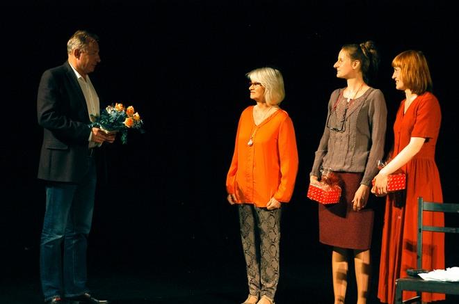 Jadwiga Demczuk-Bronowska ze swoimi aktorkami