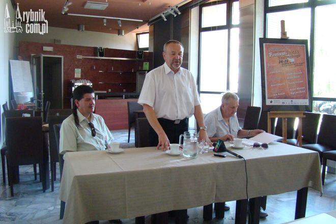 Jerzy Kali-Węglarzy, Adam Świerczyna i Czesław Gawlik w czasie konferencji prasowej zachęcali do udziału w festiwalu