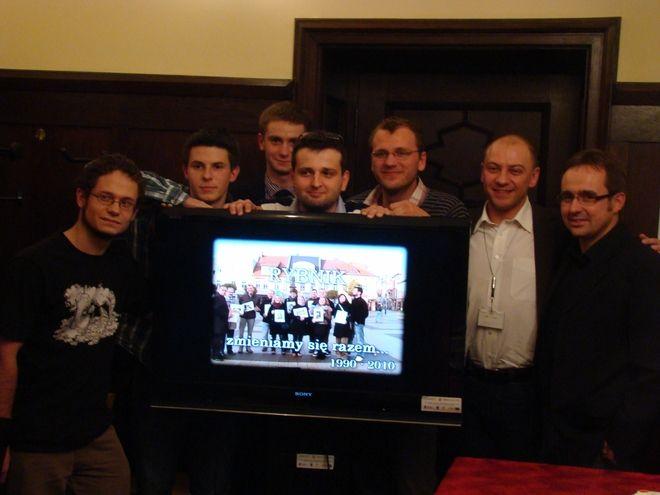 Laureaci konkursu z członkami jury