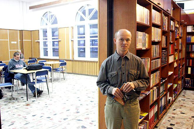 """Przyszłość świetlicy dworcowej, w której znajduje się księgarnia """"Pro Veritas"""", stoi pod znakiem zapytania."""