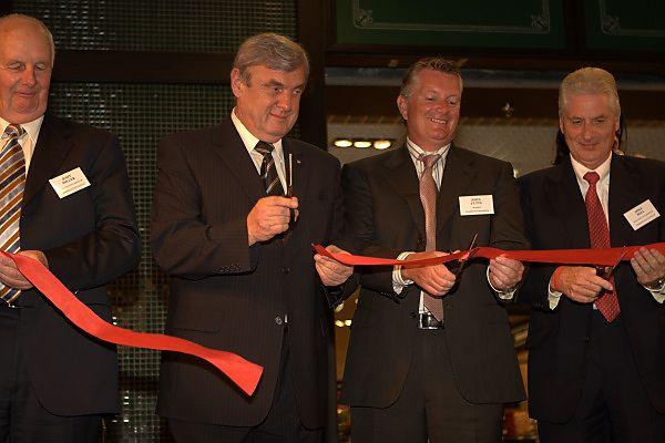 Zdjęcie z otwarcia Focusa w 2007 roku. Na fotografii, obok prezydenta Rybnika, byli już właściciele galerii.