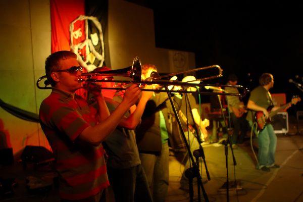 """Zespół """"Cała Góra Barwinków"""" był gwiazdą 4. edycji Festiwalu Przeciw Nienawiści, który odbył się w Rybniku w 2007 roku."""