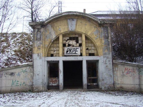 Lata świetności dworzec na Paruszowcu ma już niestety za sobą. Czy dostanie drugą szansę?