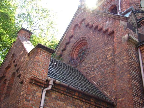 Wandale zabrali też elementy pokrycia dachowego