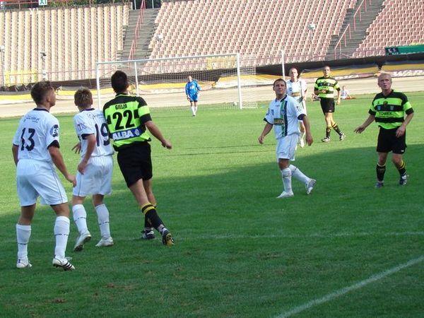 Piłkarze ROW-u podczas meczu z ''Cidrami'' w 2008 roku (rozgrywki III ligi, grupy opolsko-śląskiej)
