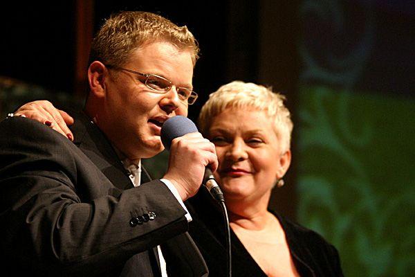 Imprezę poprowadzi syn Józefa Poloka - Paweł. Na zdjęciu razem z Joanną Bartel.