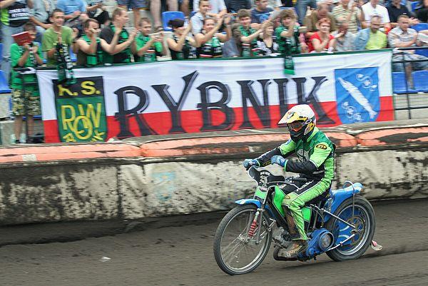 Rybniccy kibice kolejny sezon będą mogli oklaskiwać jazdę Mariusza Węgrzyka
