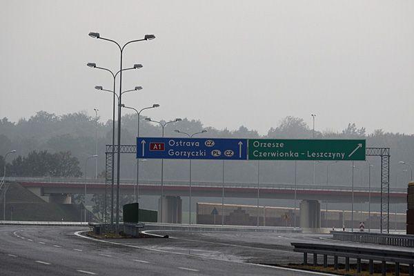 Jeśli ministerstwo nie zmieni swojej decyzji, ruch samochodów osobowych z autostrady przeniesie się do centrów naszych miast.