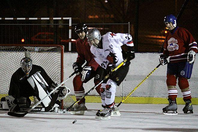 Na lodowisku w Rybniku grano już w hokeja przy okazji przyjazdu św. Mikołaja