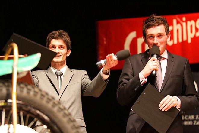 Adam Giza (z prawej) podczas prezentacji RKM-u ROW Rybnik