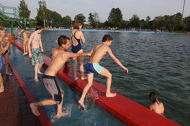Nasz kąpielisko wymaga remontu. Mimo to, co roku amatorów kąpieli i plażowania nie brakuje.