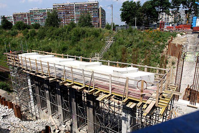 Żeby mogła się rozpocząć modernizacja ulicy Wodzisławskiej, najpierw musi skończyć się remont wiaduktu na Raciborskiej - mówią urzędnicy.