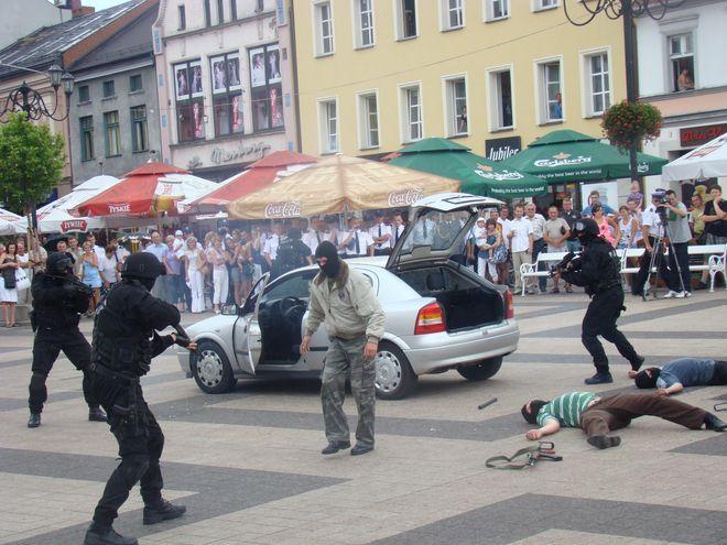 W miniony piątek rybniccy policjanci urządzili pokaz na rybnickim rynku. Dwa dni wcześniej musieli wykazać się w rzeczywistości.