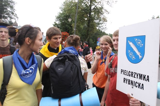 Już jutro pielgrzymi z Rybnika wyruszą na Jasną Górę. Policja apeluje do kierowców o ostrożność na drogach