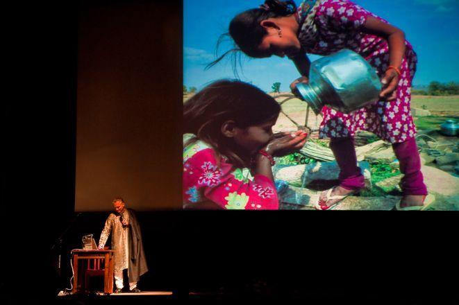 Jarosław Kret gościł już w naszym mieście w 2010 roku podczas 41. Rybnickich Dni Literatury. Podróżnik zaprezentował wówczas fotografie z podróży do Indii.
