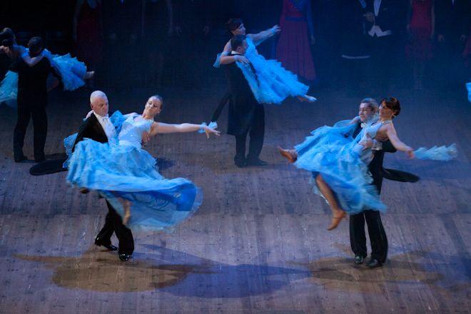 Walc angielski w wykonaniu tancerzy ze Studia Tańca TZR