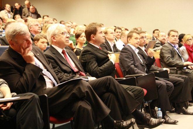 W zeszłym tygodniu kandydaci również spotkali się na kampusie, na konferencji zorganizowanej przez Centrum Rozwoju Inicjatyw Społecznych.