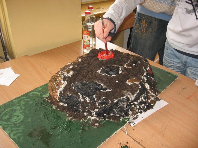 Tak wyglądał, stworzony własnoręcznie przez gimnazjalistów wulkan