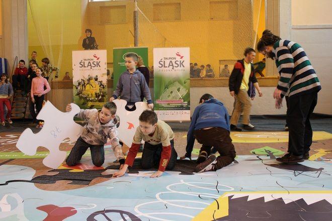 Rybniccy uczniowie układali eko puzzle.