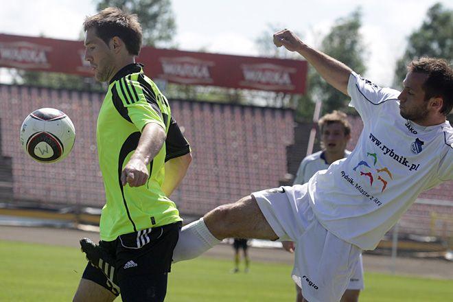 Piłkarze ROW-u będą chcieli się zrehabilitować za porażkę na własnym boisku z LZS-em Leśnica 0:1