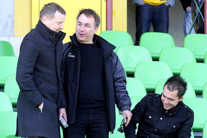 Piotr Mandrysz (z lewej) na pewno nie poprowadzi piłkarzy ROW-u w przyszłym sezonie