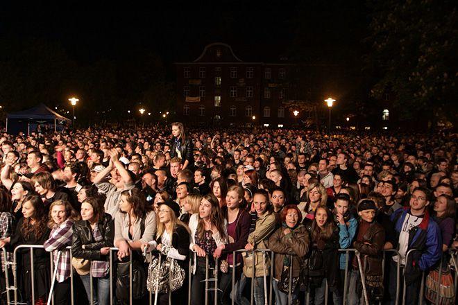 Koncert plenerowy w czasie juwenaliów od wielu lat przyciąga na Kampus tłumy