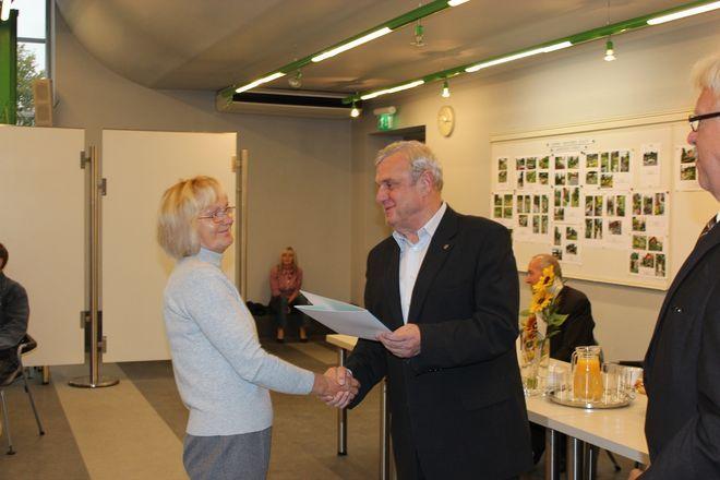 Nagrodę odbiera pani Lidia Raś