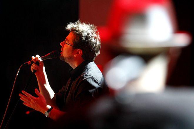 Kuba Badach podczas 3. edycji koncertu ''6na6 z Gwiazdami'' w 2011 roku