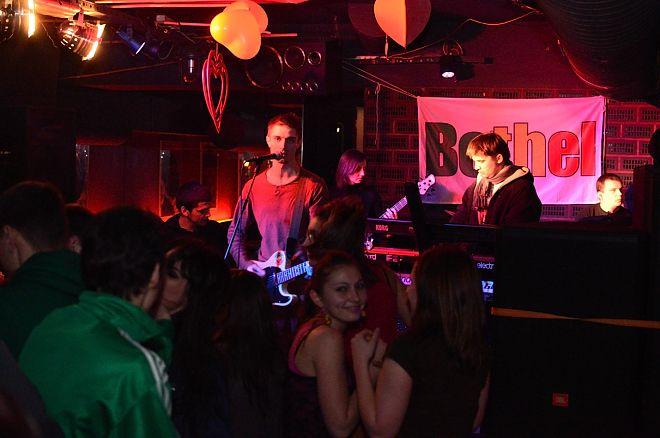 Bethel podczas koncertu w Kulturalnym Clubie w 2012 roku