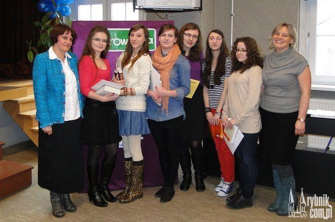 Laureatki konkursu literackiego i fotograficznego wraz z organizatorkami