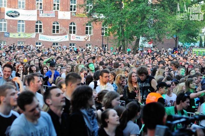 Władze UŚ zastanawiają się, co zrobić, żeby sale wykładowe były tak samo zapełnione jak publiczność podczas juwenaliowych koncertów.