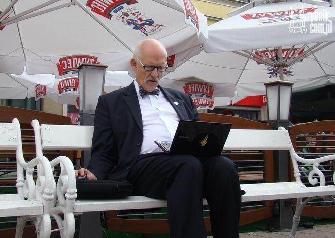 Janusz Korwin-Mikke kiedyś bezskutecznie szukał Internetu na rybnickim rynku