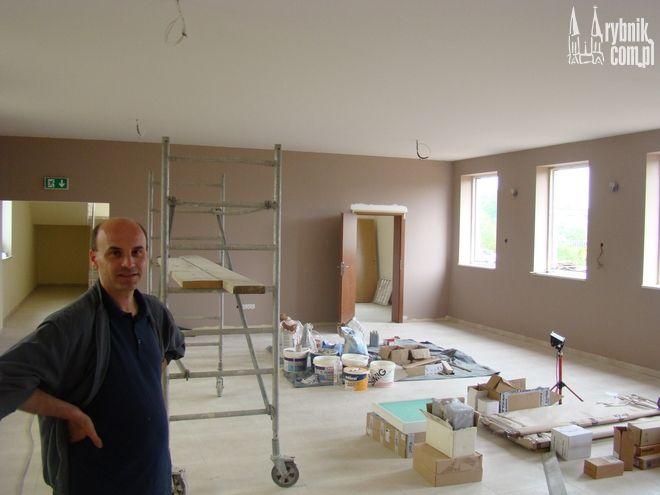 Ks. Marek Bernacki w budowanej kaplicy