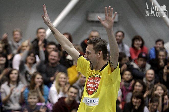 Michał Wójcik z Kabaretu Ani Mru Mru w czasie ostatniego Kosmicznego Meczu