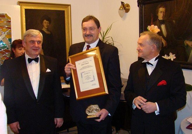 W piątek wieczorem Jerzy Chachuła od Prezydenta Rybnika i Prezesa Izby Przemysłowo-Handlowej odebrał medal z okazji 40-lecia elektrowni. Czy zakład doczeka się kolejnych jubileuszy>?