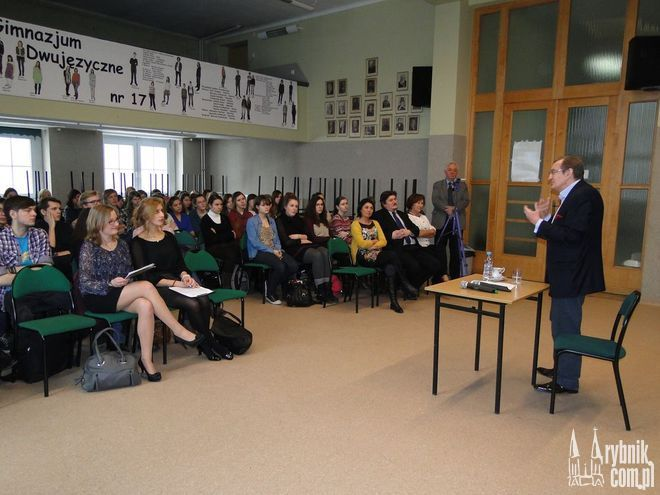 Józef Pinior odwiedził swoją byłą szkołę podczas spotkania z uczniami