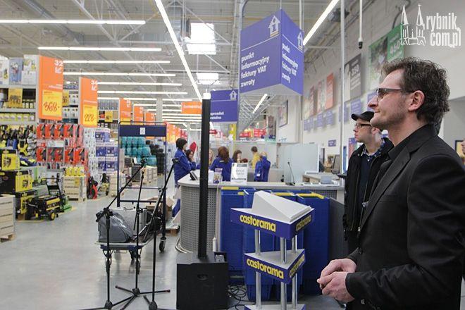 Dyrektor rybnickiej Castoramy - Arkadiusz Kudaj w przeddzień otwarcia sklepu