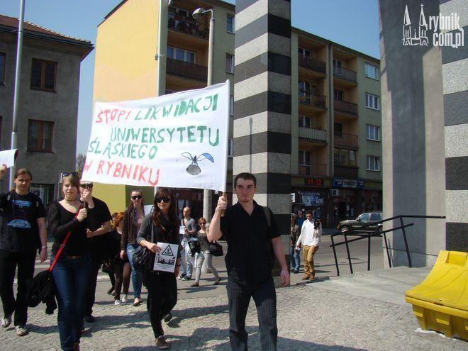 Wczoraj żacy z Rybnika protestowali przeciwko likwidacji ośrodka