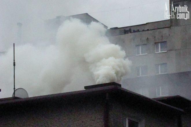 Z jednego z domów unosiła się duża ilość dymu