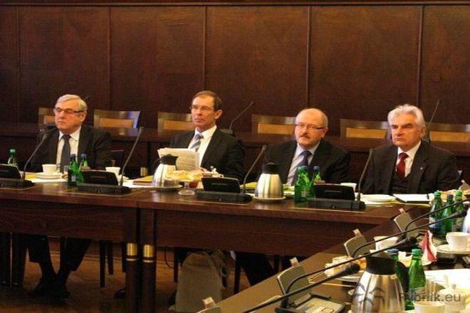 Adam Fudali i Piotr Uszok (drugi z prawej) spotkali się w lutym br. w rybnickim magistracie