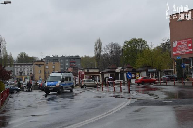 Z powodu alarmu bombowego ruch w centrum miasta jest wstrzymany