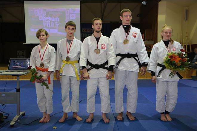 Młodzicy Anna Bober i Bartosz Andrzejewski oraz juniorzy Adrian Wala, Piotr Kuczera i Anna Borowska