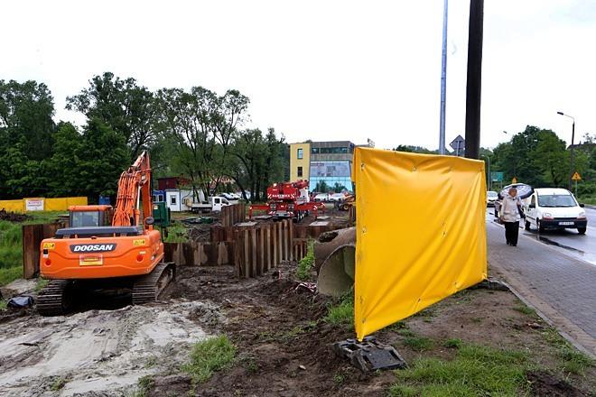 Obecnie robotnicy przygotowują tymczasowy most