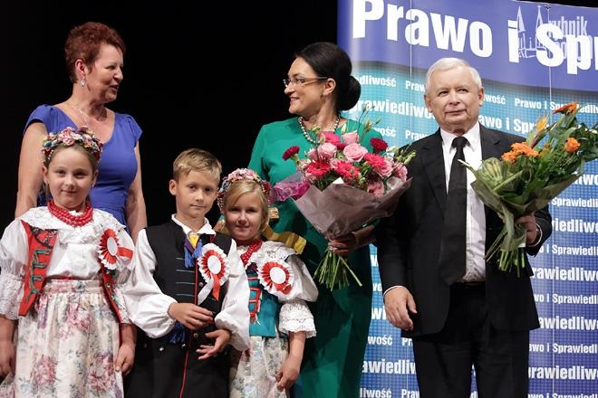 Jarosław Kaczyński przyjął kwiaty od dzieci z Przedszkola nr 13 w Chwałowicach