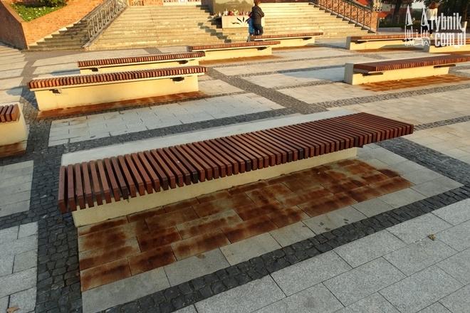 Tak wygląda praktycznie każda ławka na deptaku
