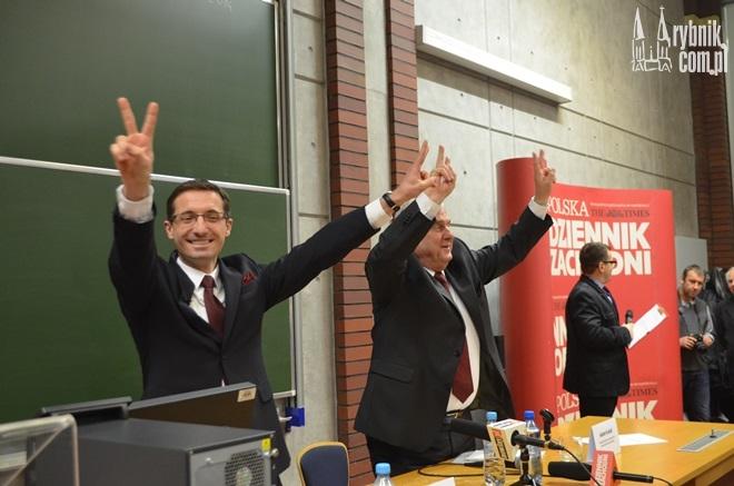 Który z kandydatów w niedzielę podniesie ręce w geście zwycięstwa?