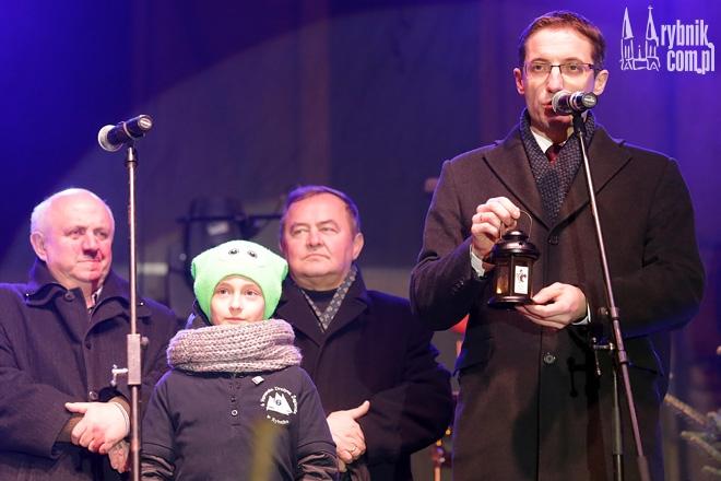 Prezydent Kuczera otrzymał od harcerzy Ogień Betlejemski